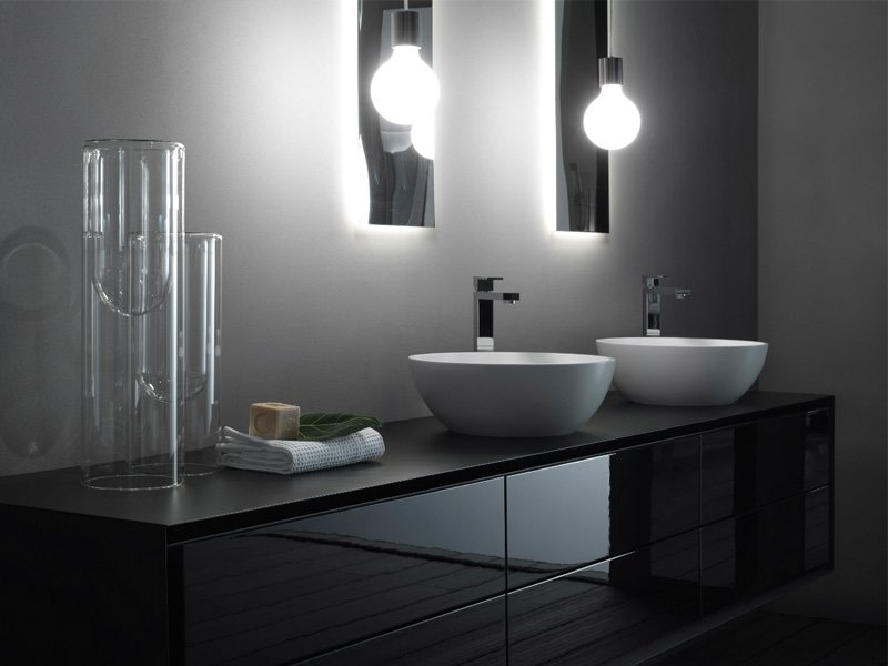 La rivoluzione estetica nell 39 ambiente bagno di rifra - Lampade per il bagno allo specchio ...