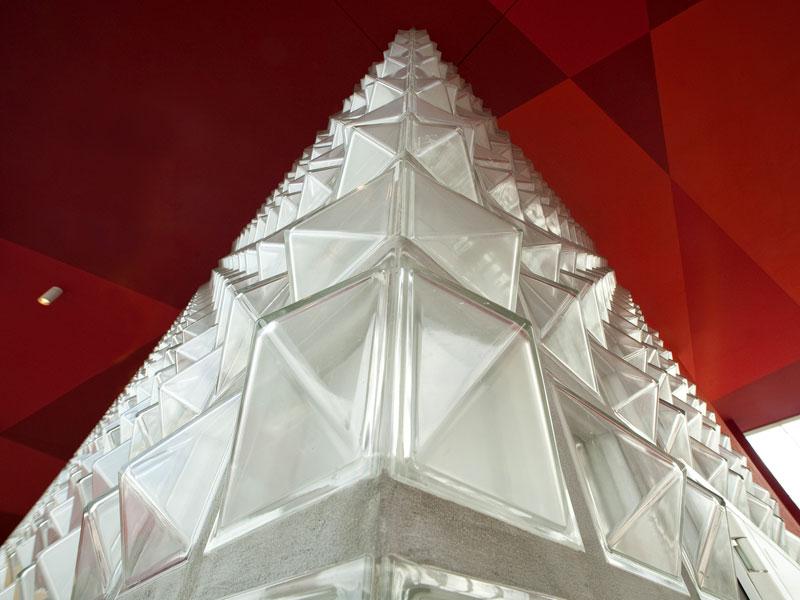 Milano: mattoni di vetro seves per la torre orizzontale