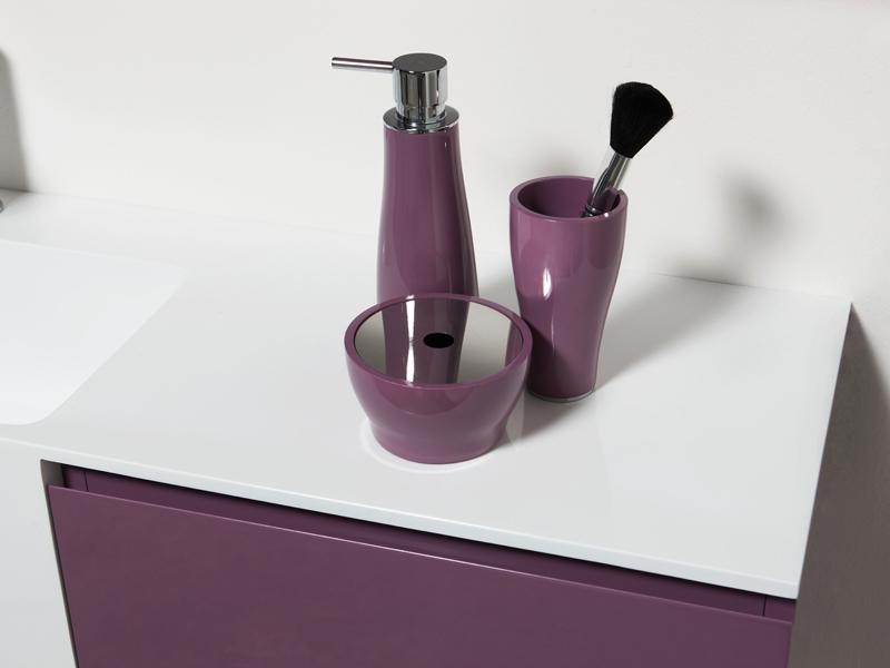 Regia presenta niky per un bagno trasformista e su misura for Regia accessori bagno
