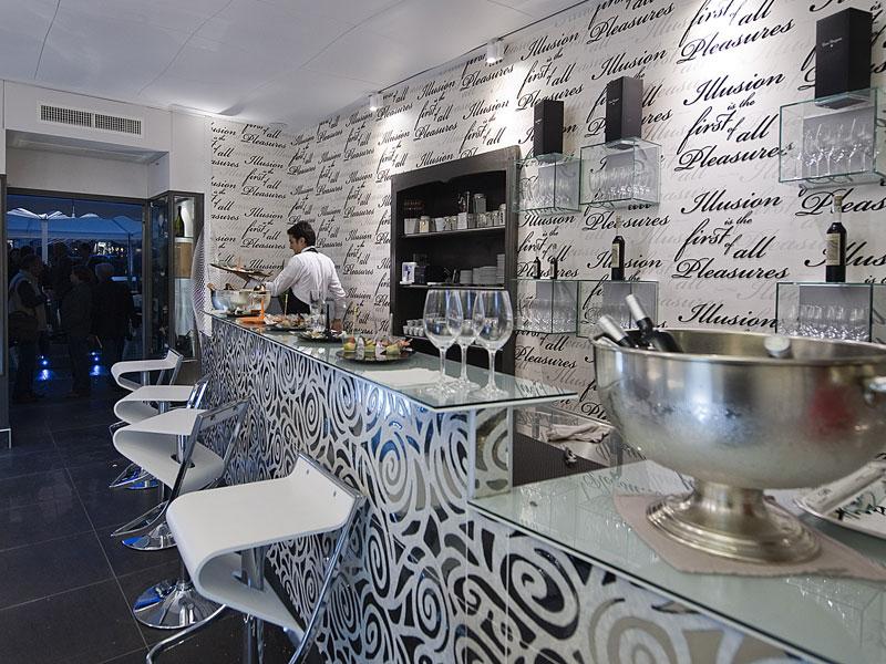 Emmebi per uno dei pi eleganti lounge bar di napoli for Arredo bar napoli