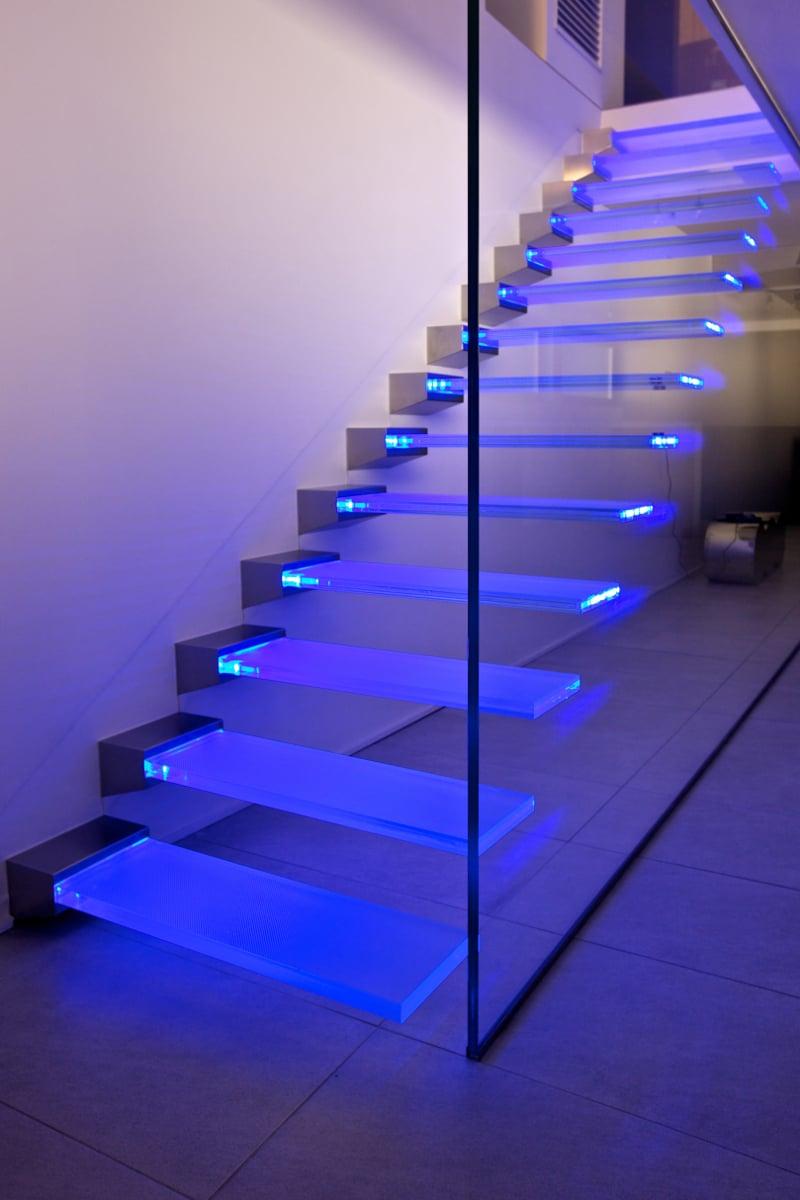Vitrealspecchi presenta le nuove scale di vetro e di luce - Scale in vetro ...
