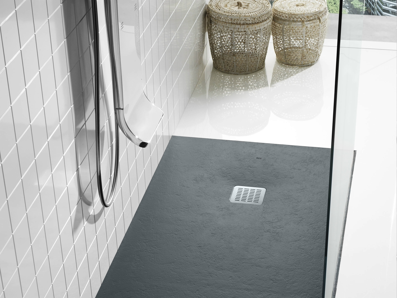 Roca presenta il piatto doccia terran for Piatto doccia antiscivolo