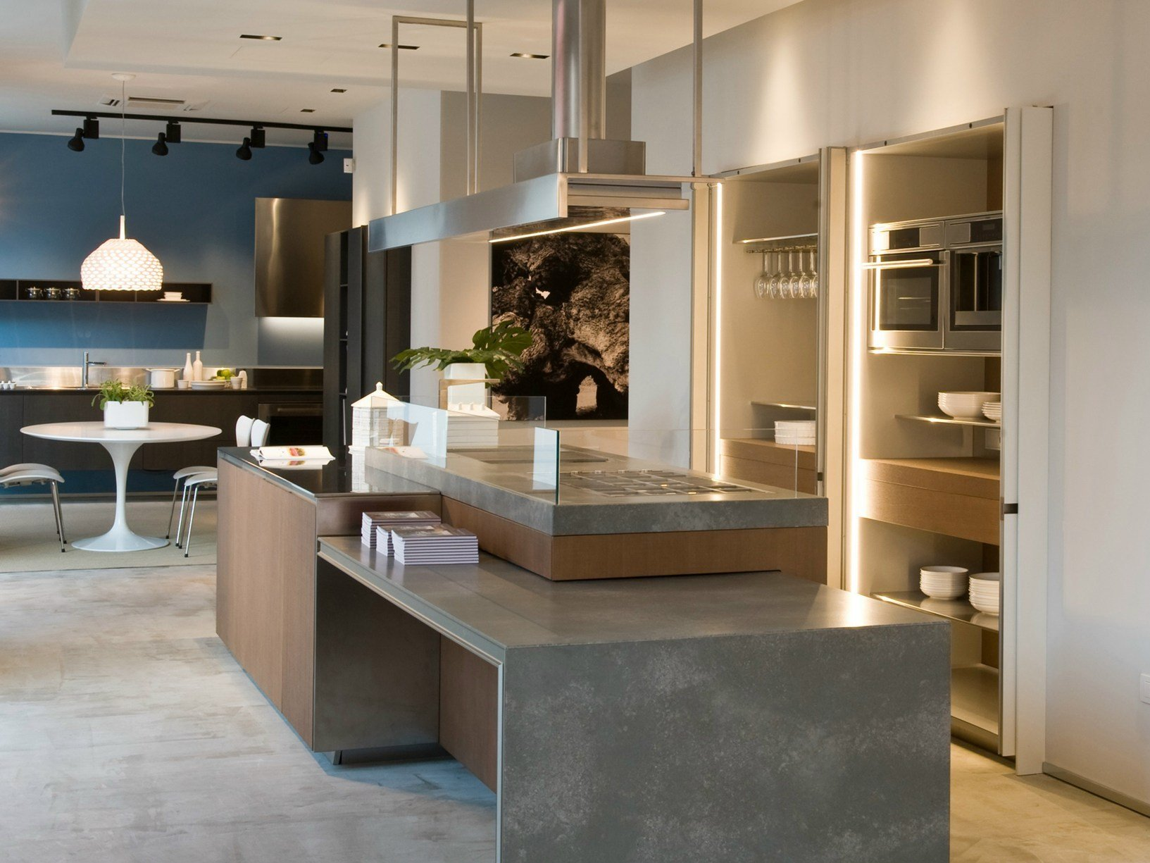 Ernestomeda inaugura il nuovo showroom di bari for Cucine di design in offerta
