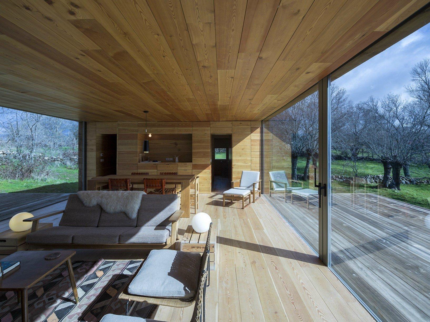 Framed landscape il rifugio in collina di ch qs for Interni moderni case spagnole