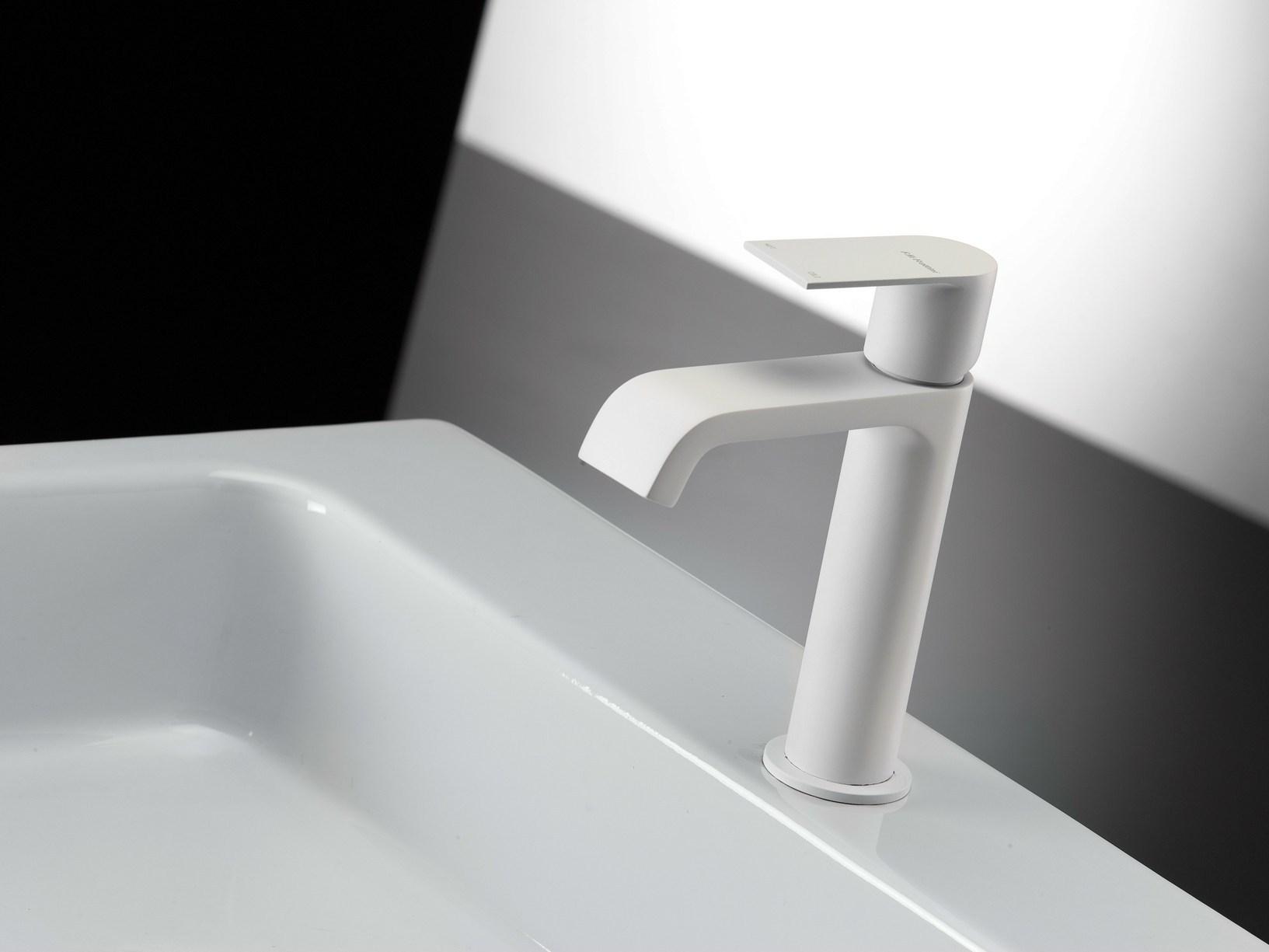 Bianco nero oro ed argento nuove nuance per il bagno - Rubinetteria bagno bianco oro ...