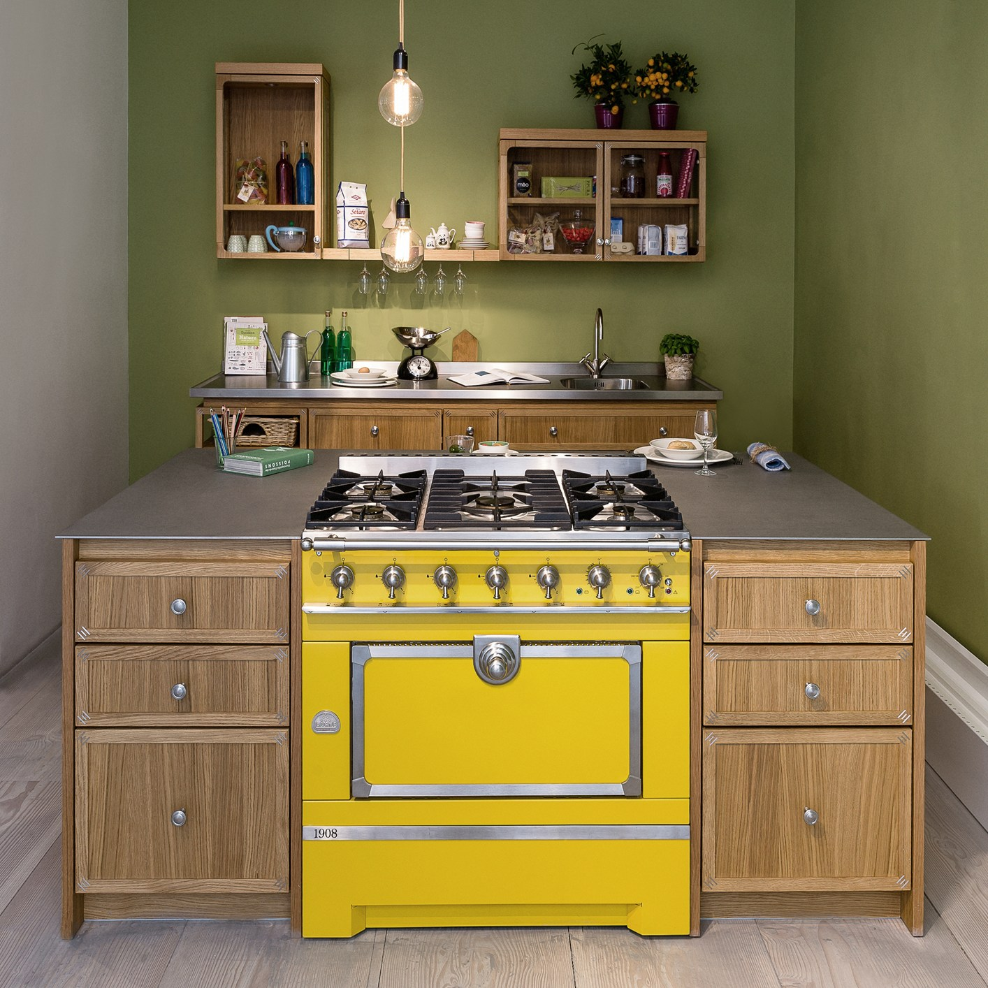cucina e tavolo da pranzo in un unico volume. Black Bedroom Furniture Sets. Home Design Ideas