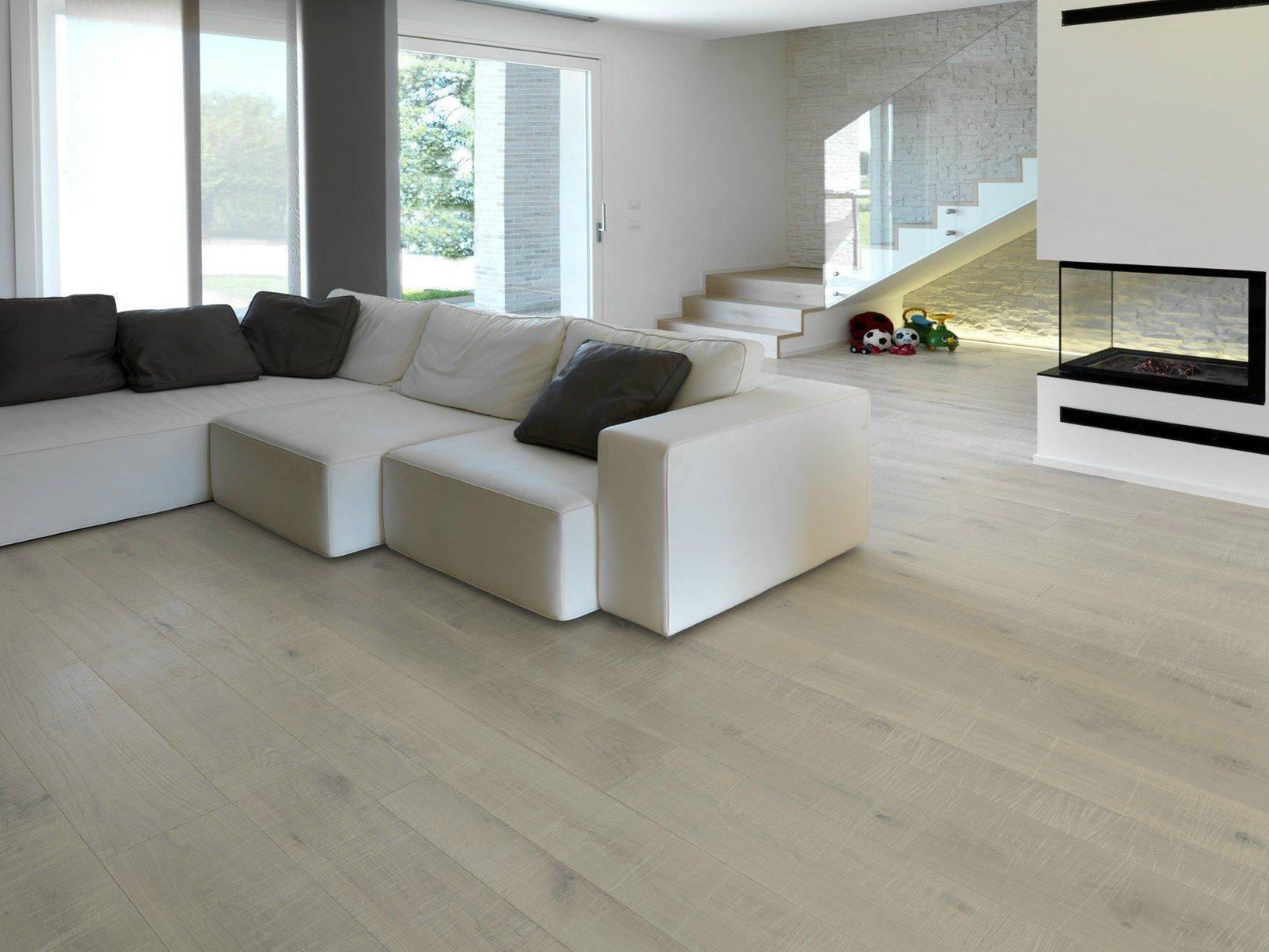 Le sfumature avorio del marmo travertino nel nuovo parquet - Colore pareti cucina legno ...