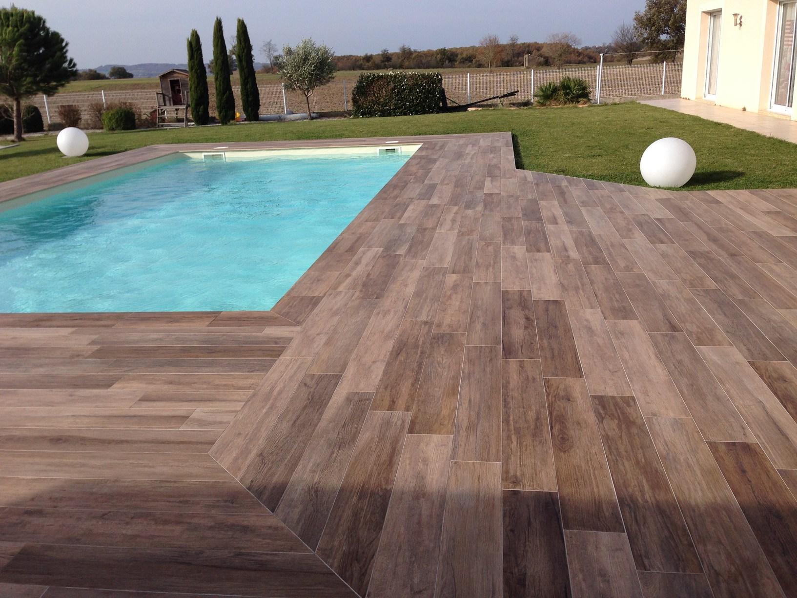 Pavimenti spessorati per piscine e aree benessere for Immagini di piscine interrate
