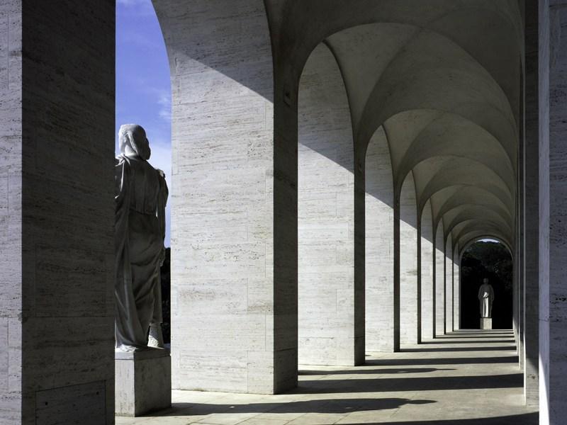 L 39 hq fendi nello storico palazzo della civilt italiana for Palazzo della civilta italiana fendi