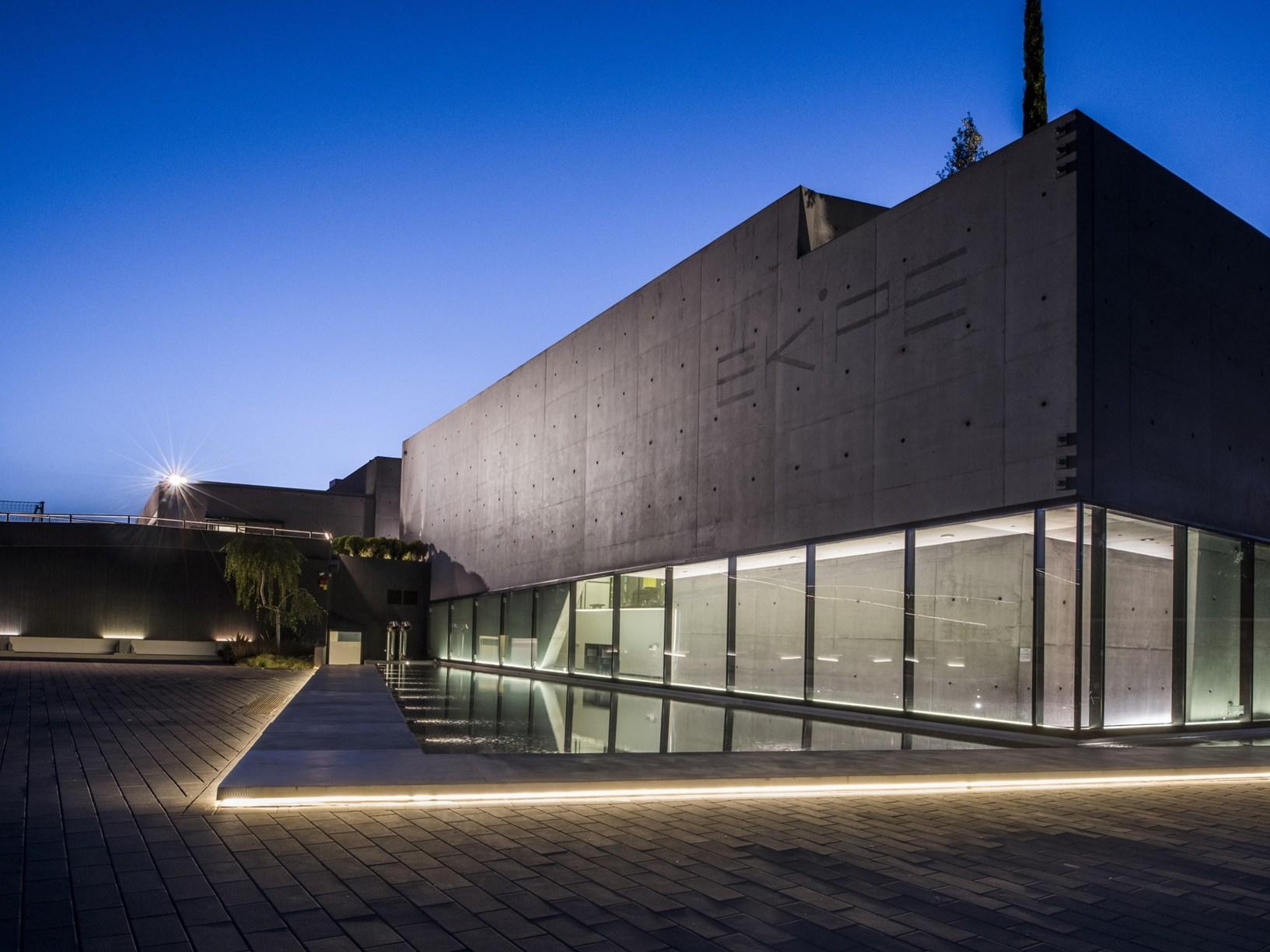 Architettura brutalista interni glamour for Interni architettura