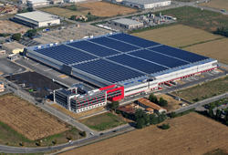 La centrale di 2,8 MWp costruita sul tetto di un polo della logistica di Prato