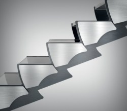Ikona: sapiente e bizzarro dinamismo per la scala Curvy