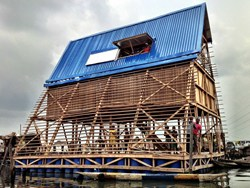 Lagos: Makoko Floating School firmata dallo studio NLÉ