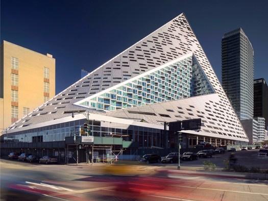 Via 57 west l 39 architettura ibrida firmata big bjarke for New york architettura contemporanea