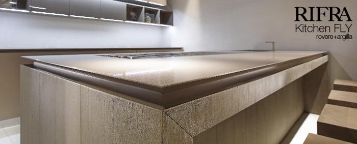 Cucina con isola fly nuove finiture in cemento rovere e - Piani cucina cemento ...