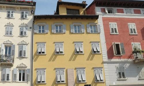 Trento, approvati i criteri per i Piani Colore degli edifici